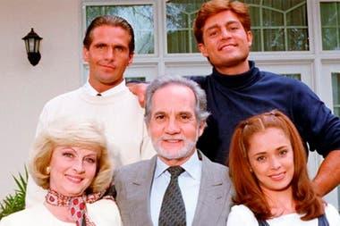 La familia De La Vega le brinda un hogar a María, aunque lleno de contratiempos