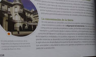 """Manuales. En el libro """"Geografía de la Argentina"""", se usan expresiones como """"oligarquía neoliberal"""" y """"modelo de crecimiento con inclusión"""""""