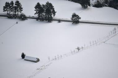 La nieve cubrió los campos en Belagua, al norte de España