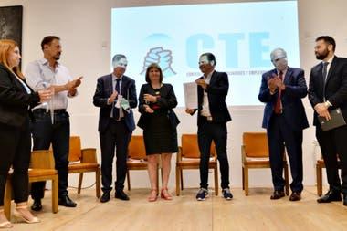Patricia Bullrich y Miguel Angel Pichetto junto a representantes gremiales y empresariales