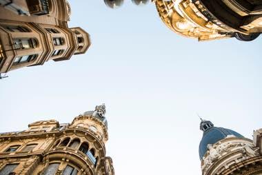 Cúpulas rosarinas: la Bolsa de Comercio, el hotel Palace, La Inmobiliaria y La Agrícola, en la esquina de Córdoba y Corrientes.