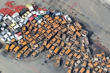 Gran cantidad de autos se incendiaron durante la tormenta y fueron arrastrados por la fuerza del viento