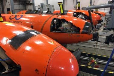 Cuatro de los cinco AUV con los que se busca al submarino
