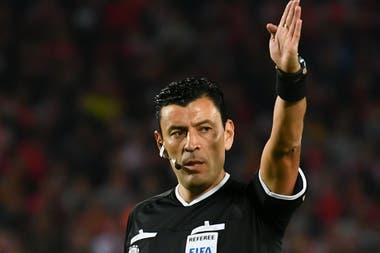 Roberto Tobar, el árbitro que dirigirá en la Bombonera