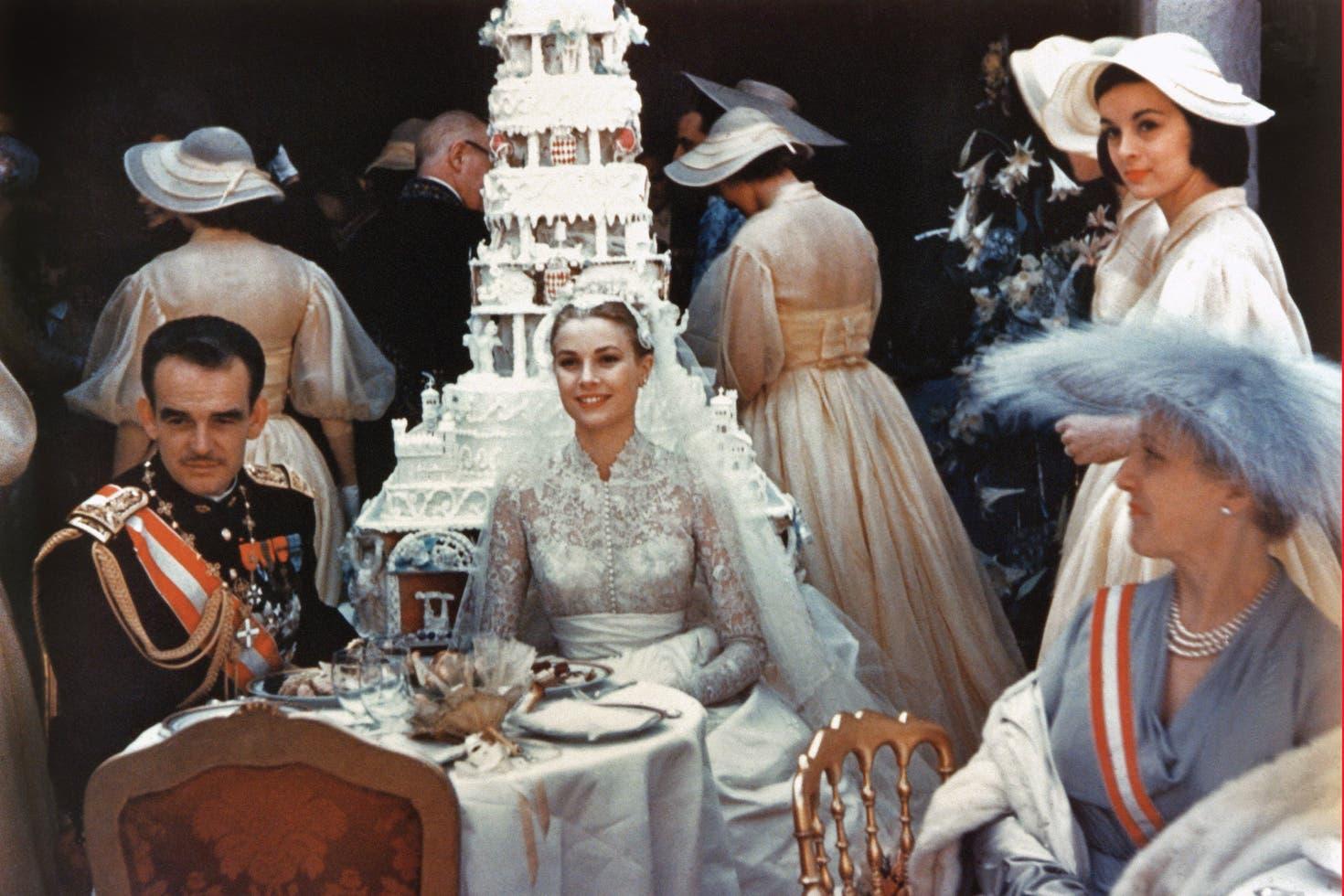 35e0905da El álbum familiar de la boda de Rainiero de Mónaco y Grace Kelly ...