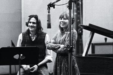 Joni Mitchell con James Taylor, en 1971