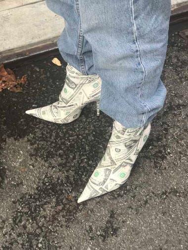 El dólar al pie.