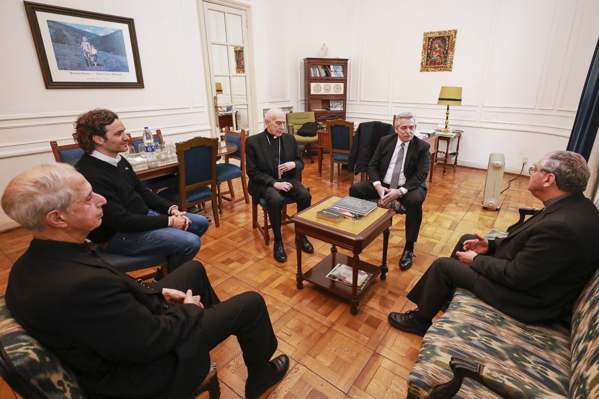 Alberto Fernández recibió a la conducción de la Iglesia