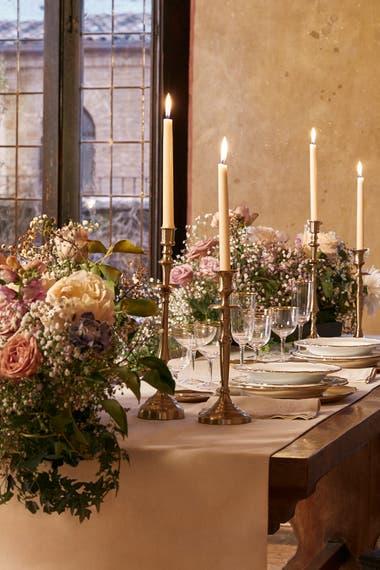 La pareja disfrutará de una cena romántica a la luz de las velas. Crédito: Airbnb