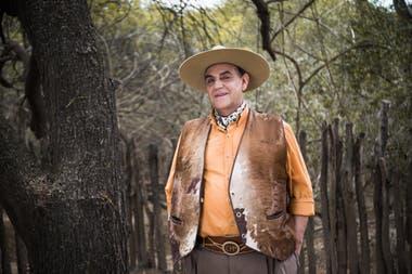 """El Chaqueño Palavecino pasa la cuarentena en su """"rancho"""": """"Al no venir la gente que trabaja, uno hace todo: desde barrer hasta lavar los platos"""", cuenta"""