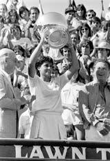 13) Sabatini ganó su primer título en Buenos Aires, en el Campeonato de la República, el 7 de diciembre de 1986, en el BALTC, al derrotar en la definición a la española Arantxa Sánchez Vicario por 6-1 y 6-1.