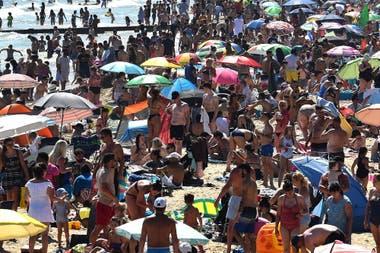 Las playas de Bournemouth, inundadas de gente