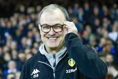 """Leeds, otra ciudad que se rindió ante la cultura que impuso Bielsa; el club resistió la frustración de la primera temporada y volvió a creer este año en el entrenador: """"No me quieras porque gané, necesito que me quieras para ganar"""", como alguna vez explicó el rosarino"""