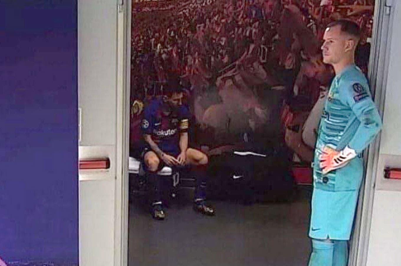 La imagen del vestuario de Barcelona: la desolación de Messi en el entretiempo, cuando faltaba lo peor