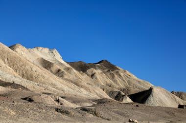 Una vista general del cañón Twenty Mule Team en el Parque Nacional Valle de la Muerte, en California