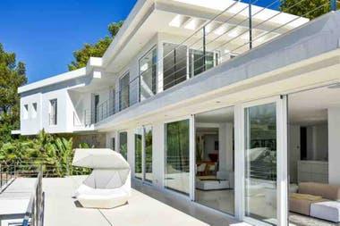 La residencia de descanso del futbolista y la empresaria está ubicada en Ibiza