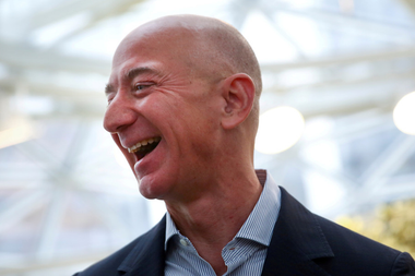 Jeff Bezos es el fundador de Amazon;  su nuevo vehículo de infraestructura es empleado por Mercado Libre