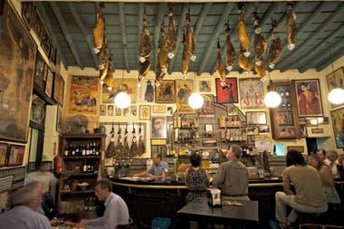En Sevilla abundan los bares de tapas tradicionales.