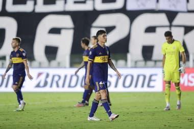 Las miradas perdidas de Buffarini, Campuzano y Andrada tras una goleada que golpeó muy fuerte