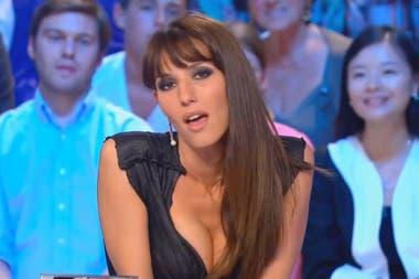 Presentadora Hot Se Desnuda Por Francia Y El Relator Portugués Más