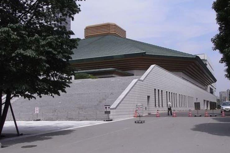 La arena de sumo de Ryogoku Kokugikan es uno de cientos de edificos públicos en Tokio que reciclan agua de lluvia