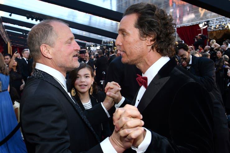 Woody Harrelson y Matthew McConaughey charla de amigos
