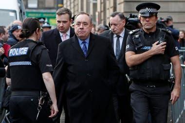 El ex-primer ministro de Escocia, Alex Salmond tras ser detenido por presuntos acosos sexuales a miembros de su partido
