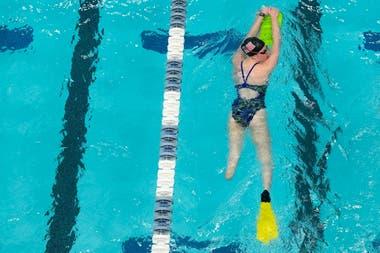Una nadadora salvó su carrera amputándose el pie izquierdo.