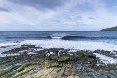 Los Azulay pudieron surfear sin nadie alrededor