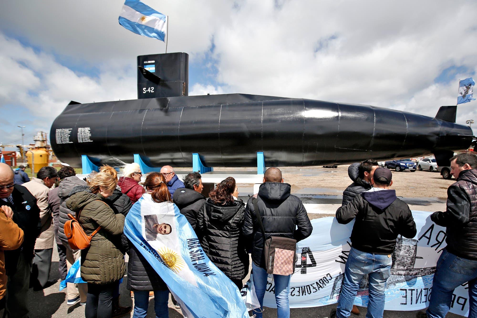 Instalaron una réplica del ARA San Juan, a metros de la Base Naval de Mar del Plata
