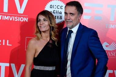 Bati con su mujer, durante la presentación del documental