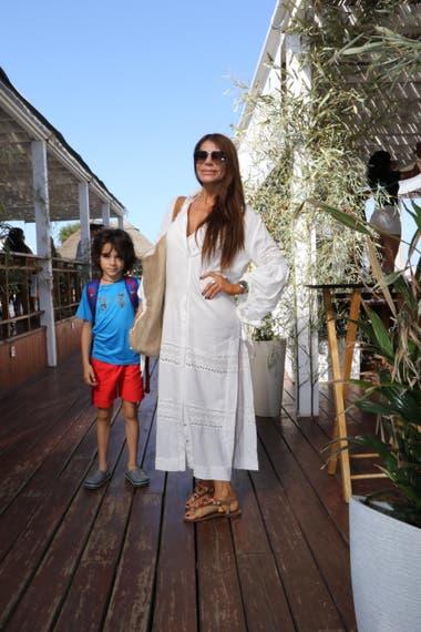 Zulemita Menem junto a Luca, su hijo menor