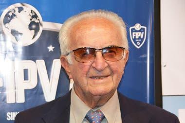 """Aarón Sehter fue condecorado en 2017 por la Federación Internacional de Pelota Vasca como uno de los más grande pelotaris de la historia. Campeón mundial en varias modalidades entre 1952 y 1982, fue el """"Di Stefano"""" de su deporte."""