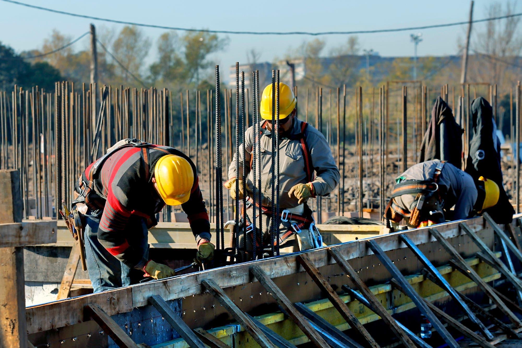 Industria y construcción. Cayeron fuerte en junio pese a una leve ...