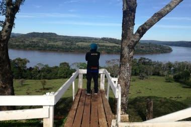 Sergio Alvez eligió recorrer los imponentes paisajes de la costa del río Uruguay, en Misiones