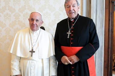 El Papa Francisco con el cardenal australiano George Pell durante una audiencia privada en el Vaticano
