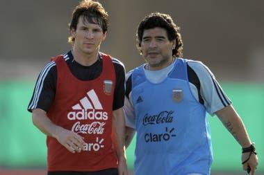Junto a Messi, en Ezeiza en marzo de 2009; de 10 a 10