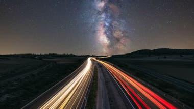 """Los científicos creen que en el futuro podrían haber """"pistas"""" que transporten luz."""