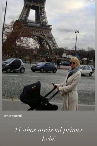 Wanda Nara, hace once años atrás, en la Torre Eiffel, con su primer hijo, Valentino