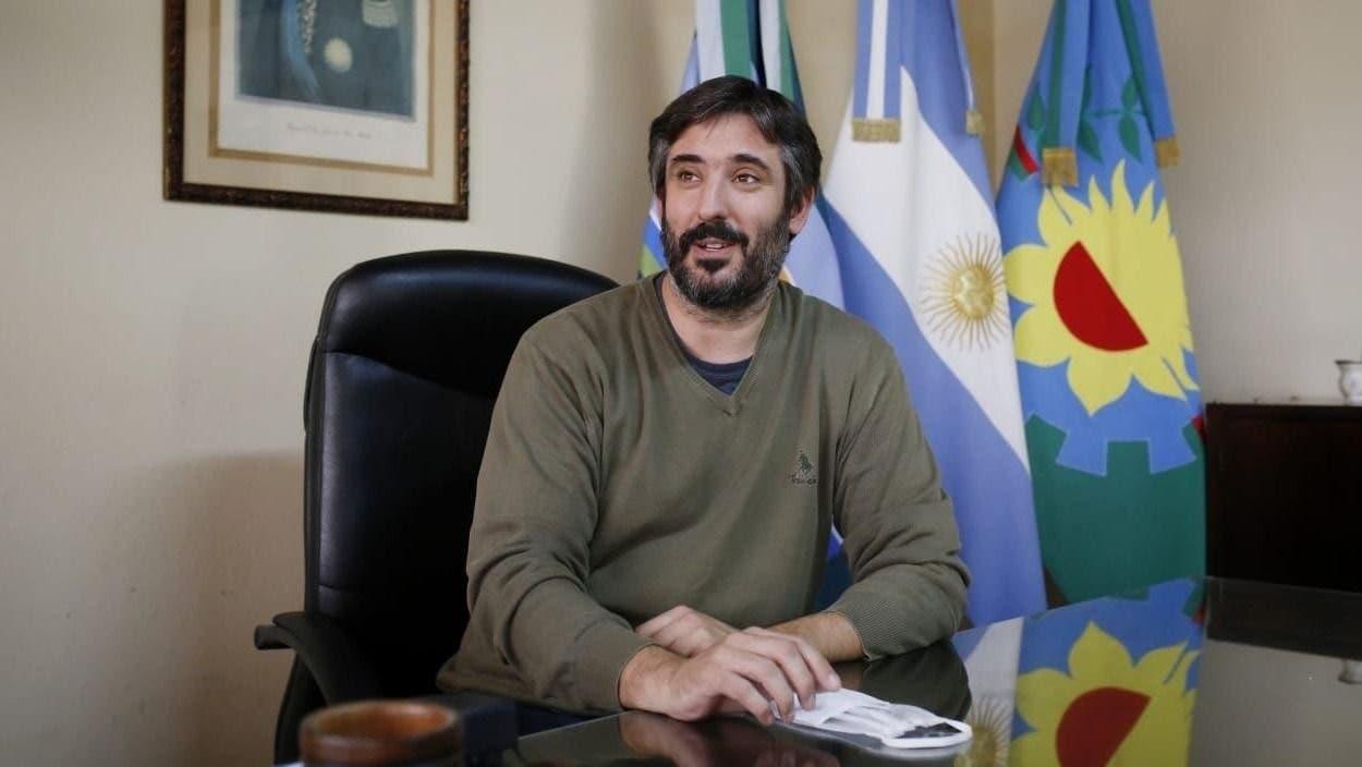 Coronavirus en la Argentina: dio positivo el intendente de Miramar, vacunado días atrás con la primera dosis de Sputnik V