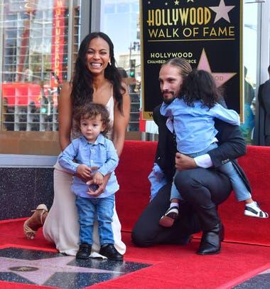 Zoe, junto a sus dos hijos y su pareja Marco Perego