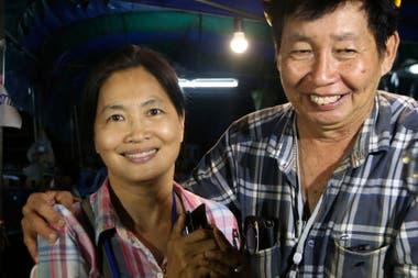 Familiares festejan que enocontraran a los niños desaparecidos en el complejo de Tham Luang en Tailandia
