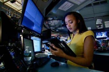 La tecnología ha transformado los puestos de trabajo de los operadores de la Bolsa de Nueva York, como Lauren Simmons
