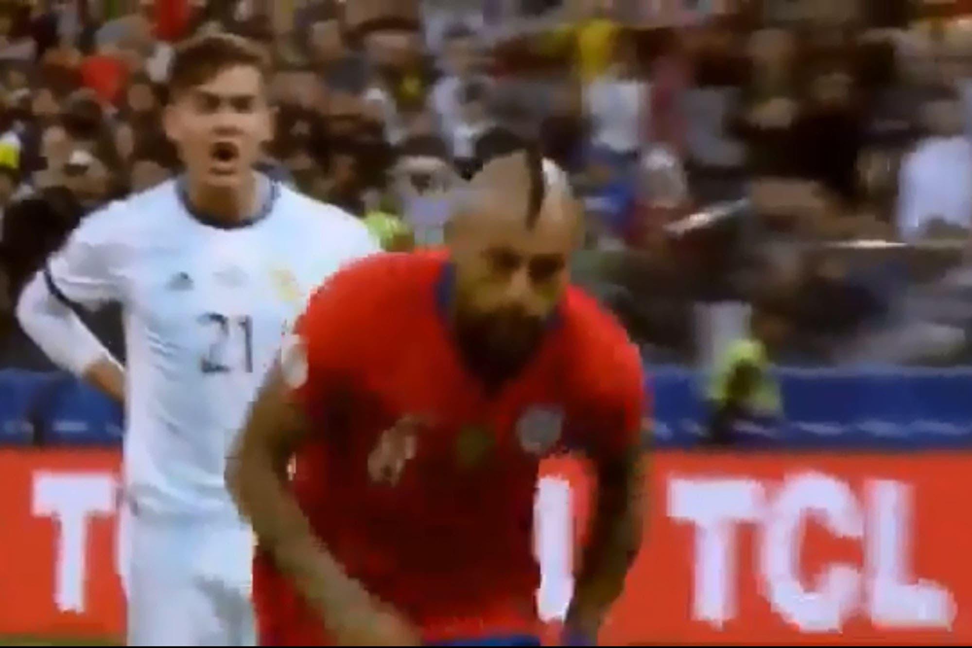 El grito mufa de Dybala para Vidal y el amague de saludo de De Paul al árbitro