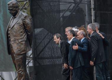 Abril de 2018. Ricardo Alfonsín, Alfredo Cornejo (Gobernador de Mendoza), Daniel Salvador (Vicegobernador de la Pcia. de Buenos Aires), Gerardo Morales (Gobernador de Jujuy) en el acto de inauguración del monumento homenaje a Raúl Alfonsín