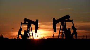 """La gasolina """"extra"""" pasó de US$1,85 a US$2,39 por galón en Ecuador, país que usa esa medida y el dólar de EE.UU. como moneda"""