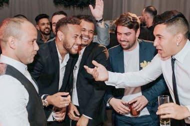 Neymar junto a sus Toiss