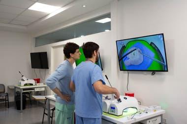 Los cirujanos tienen que aprender a manejar la bidimensionalidad en vez de la tridimensionalidad.