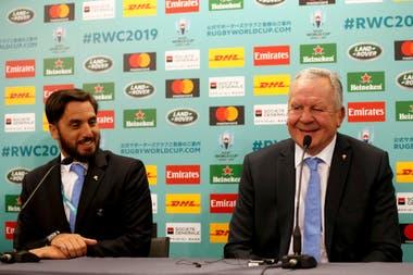 De archivo: el presidente de World Rugby, Bill Beaumont y su vicepresidente, Agustin Pichot, después del sorteo de la Copa Mundial de Rugby 2019 en Kyoto, Japón, el 10 de mayo de 2017.