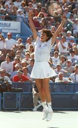 20) El histórico salto de Gaby al celebrar el último punto de la final del US Open 1990 frente a la alemana Steffi Graf.